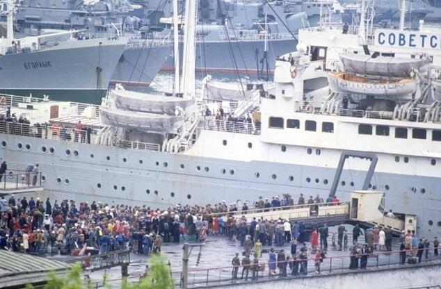 İndoneziyada sərnişinlərlə dolu gəmi batdı