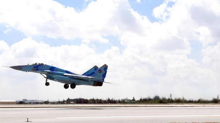 Pilotlarımızın Türkiyədə taktiki-uçuş təlimindən görüntülər -  VİDEO