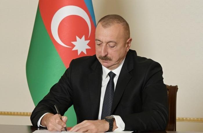 Prezident Türkiyəyə gedən FHN əməkdaşlarını mükafatlandırıb