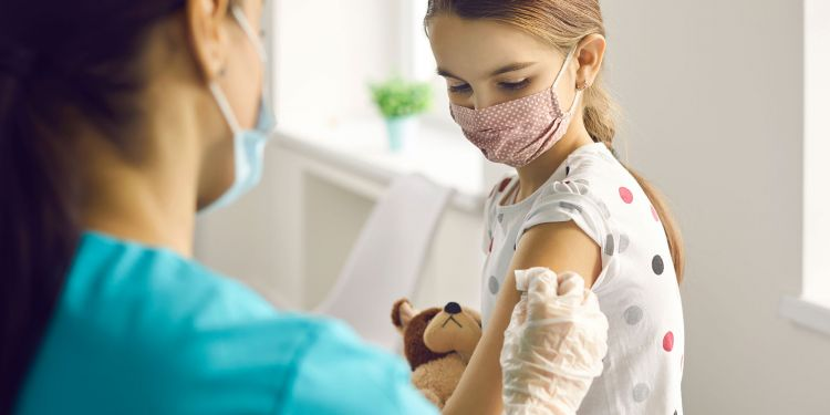 Azərbaycanlı həkim uşaqlara vaksin vurulmasını tövsiyə etmədi
