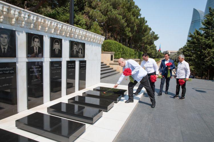 Gürcüstan nümayəndə heyəti Fəxri xiyabanı və Şəhidlər xiyabanını ziyarət edib –  FOTO