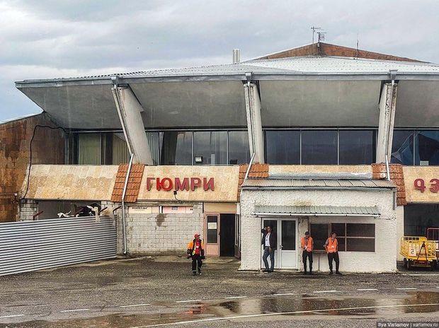 Rusiyalı bloqer erməni aeroportundakı iyrənc mənzərədən danışdı - FOTO