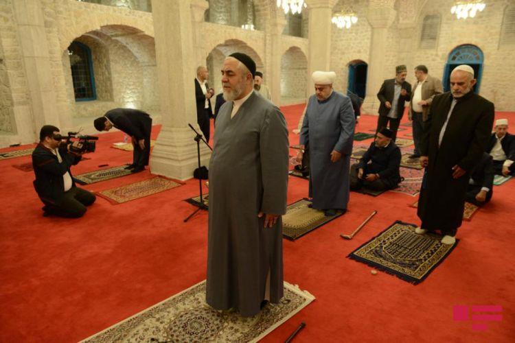 Din xadimləri Şuşada Yuxarı Gövhər Ağa məscidində namaz qılıblar -  FOTO