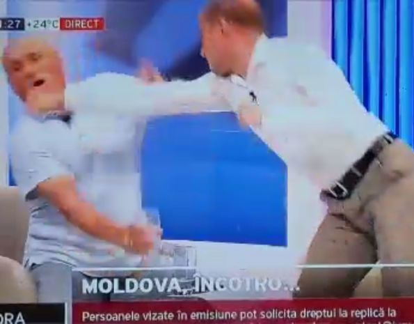 Moldovada iki tanınmış siyasətçı canlı yayımda əlbəyaxa oldu -  VİDEO