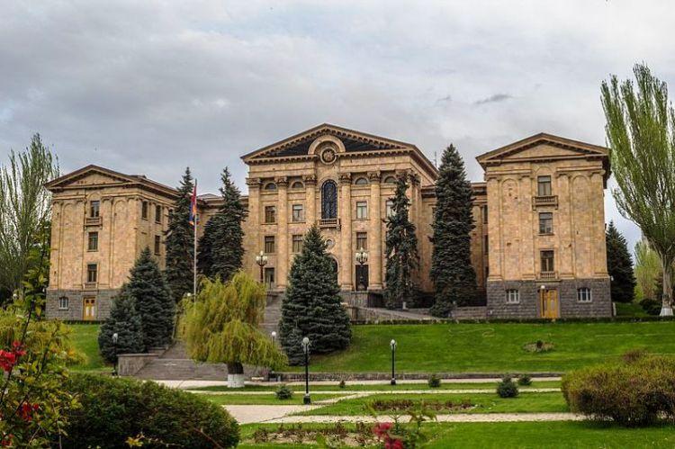 Ermənistanda yeni deputatların siyahısı təsdiqləndi