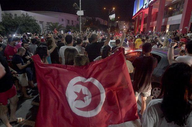 Tunisdə siyasi böhran: Parlamentin sədri xalqı küçələrə səsləyib -  VİDEO