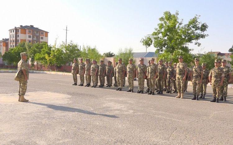 Naxçıvan Qarnizonu Qoşunlarında taqım, bölük, batareya komandirləri və müavinləri ilə toplantılar keçirilib -  VİDEO