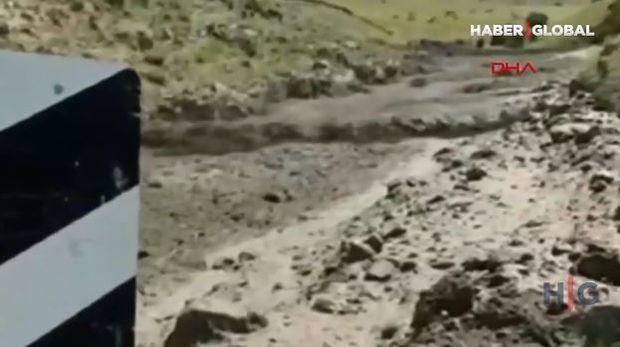 Türkiyədə palçıq və qaya parçalarından ibarət sel əmələ gəlib -  VİDEO