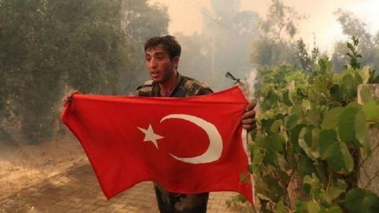 Türk bayrağını xilas etməklə gündəm olan  Kamil 2015-ci ildə...