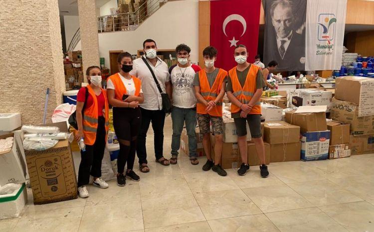 Azərbaycanlı gənclər Sankt-Peterburqda Türkiyəyə dəstək aksiyası keçiriblər