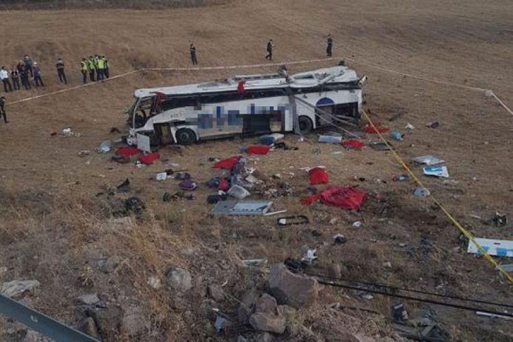 Türkiyədə sərnişin avtobusu qəzaya uğrayıb, 14 nəfər ölüb -  FOTO - VİDEO