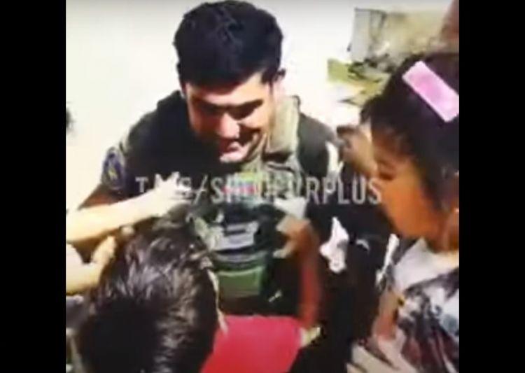 Əsgərlərimizin əfqan uşaqlarla səmimi görüntüləri -  VİDEO