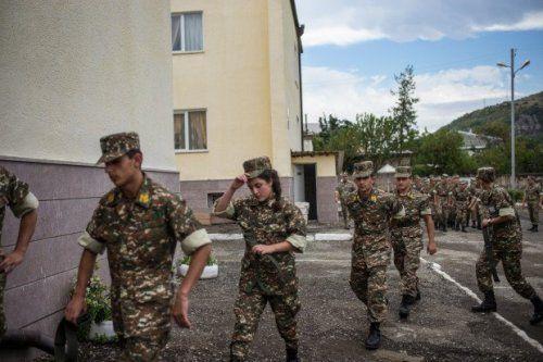 Ermənistanda qadınlar döyüş hissələrində xidmət edəcək