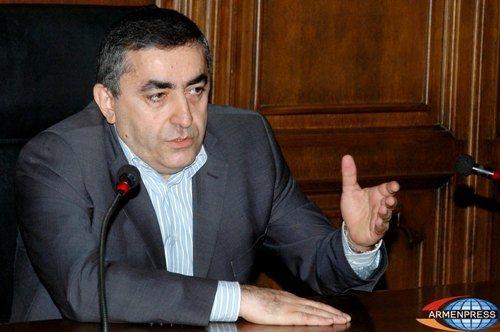 Erməni deputat Paşinyana çəkiclə öldürüləcəyi barədə xəbərdarlıq edib