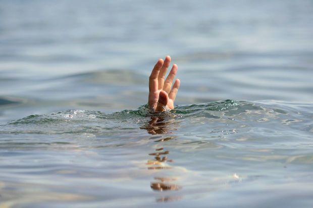 Sumqayıtda uşaq dənizdə batıb