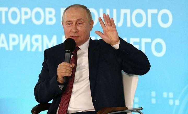 Putin mobil telefondan istifadə etmədiyini bildirib