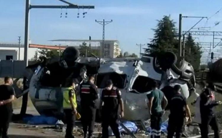 Türkiyədə qatarla mikroavtobus toqquşduğu qəza anları -  VİDEO