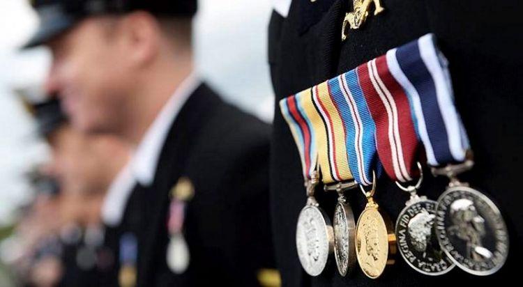ABŞ hərbçilərinin medalları Əfqanıstan bazarlarında satılır -  VİDEO
