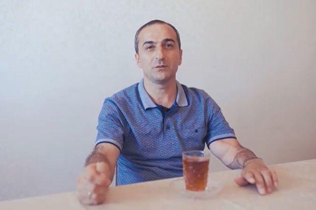 Döyüşdə qopan qolunu götürüb özünü hospitala çatdıran qazi Türkiyədən qayıtdı -  VİDEO
