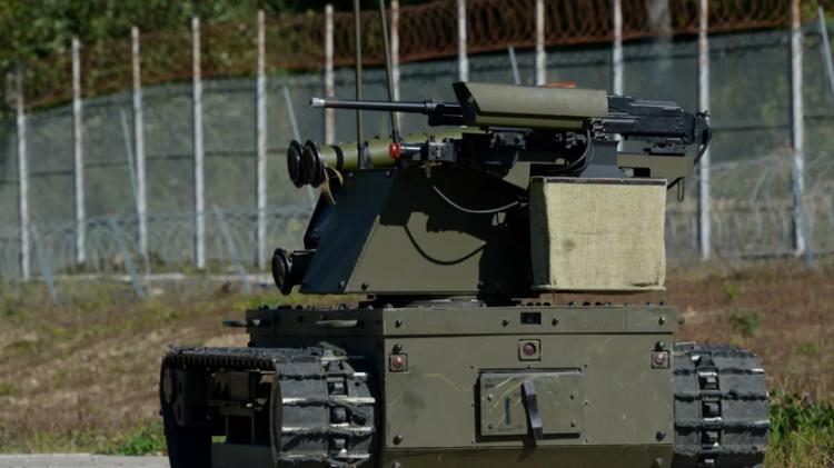 Qərbi narahat edən hərbi təlimlər:  Rusiya robotlardan istifadə etdi