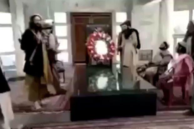 """""""Taliban"""" Əhməd Şah Məsudun məzarı üstündən videomüraciət yaydı -  VİDEO"""
