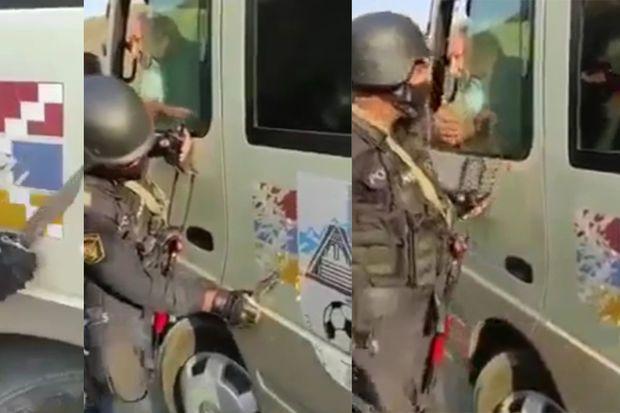 """Azərbaycan polisi qondarma """"bayrağ""""ı maşınların üzərindən süngü ilə qazıdı -  VİDEO"""