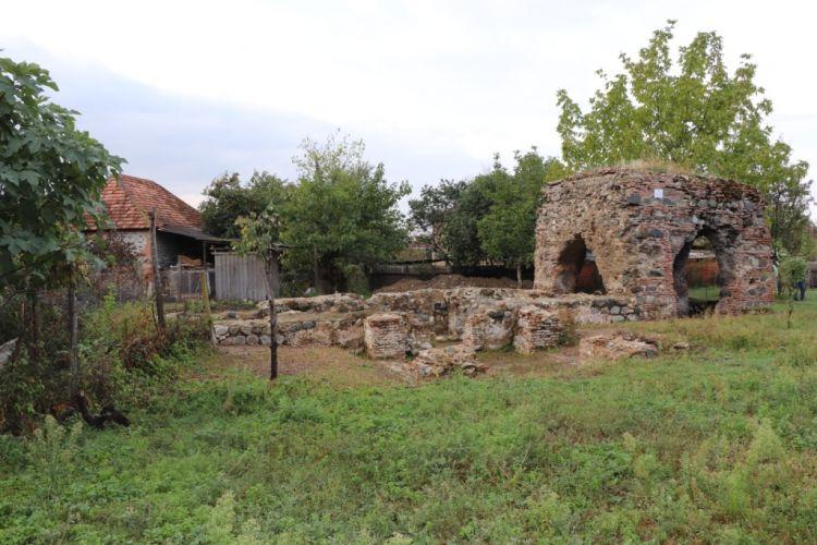 Alban xristian abidəsində Suriya və Bizans memarlıq məktəbinə aid iki tikili cəlb edilmişdir