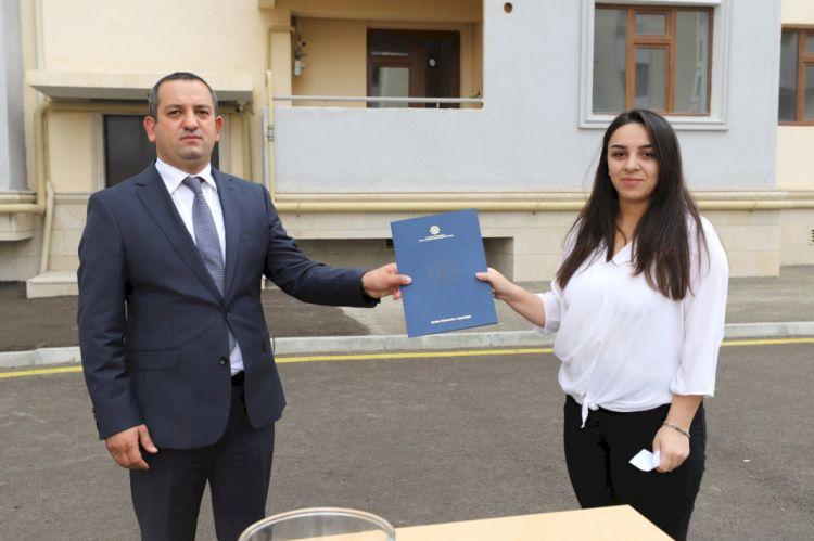 İnternatlardan çıxan 70 nəfərə ev verildi -  FOTO