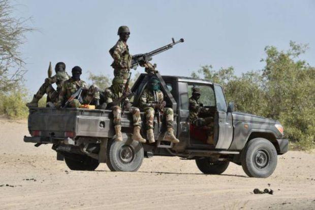 Terrorçular hərbçiləri pusquya salıb 30 nəfəri öldürdü