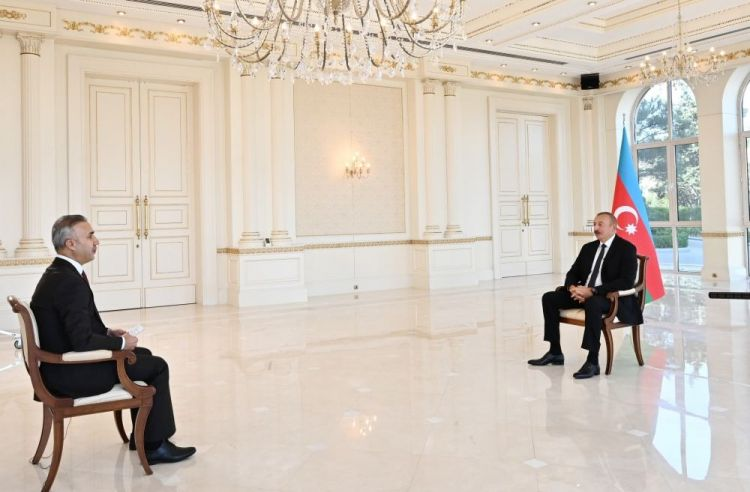Prezident İlham Əliyev məcburi köçkünlərdən danışarkən kövrəldi - VİDEO