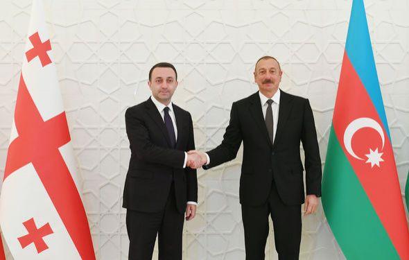 İlham Əliyev Gürcüstanın Baş naziri ilə görüşdü -  FOTO