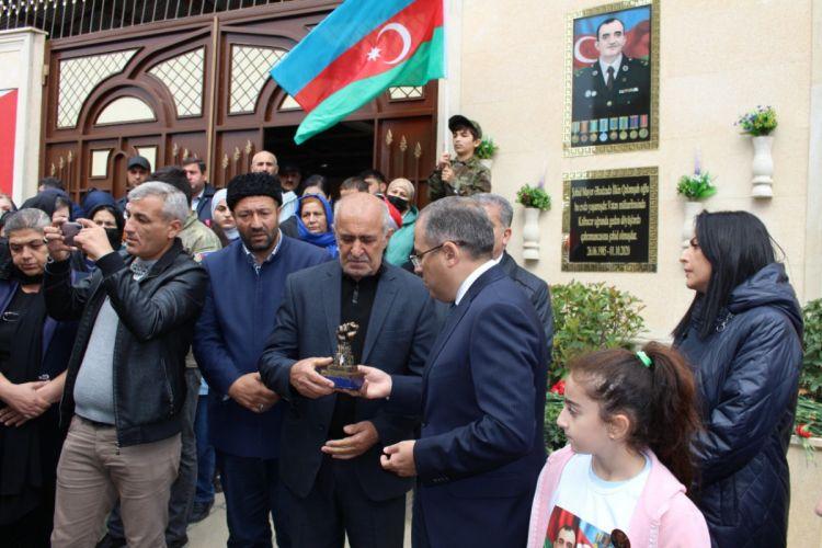 Şəhid mayor İlkin Əhədzadənin barelyefinin açılışı olub - FOTO