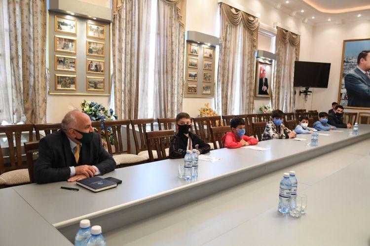 Dövlət Komitəsində qalib yeniyetmələrlə görüş -  FOTO