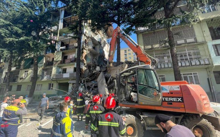 Batumi şəhərində binanın uçması nəticəsində ölənlərin sayı artıb