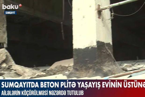 Sumqayıtda beton plitə yaşayış evinin üstünə düşüb –  VİDEO