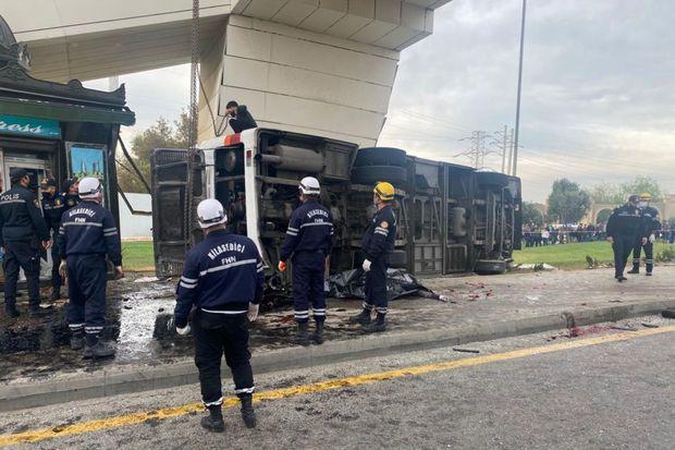 Bakıda yük maşını avtobusa çırpılıb,  5 nəfər ölüb, 13 nəfər yaralanıb - YENİLƏNİB 1