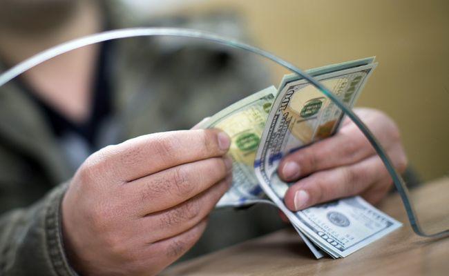 Banklar dollar qəbulunu dayandırdı