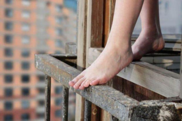 Bakıda 14 yaşlı qız özünü 9-cu mərtəbədən ataraq intihar edib -  YENİLƏNİB