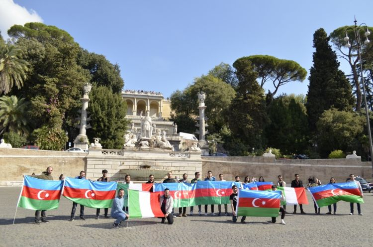 Gəncə terrorunun qurbanları Romada yad edilib -  FOTO