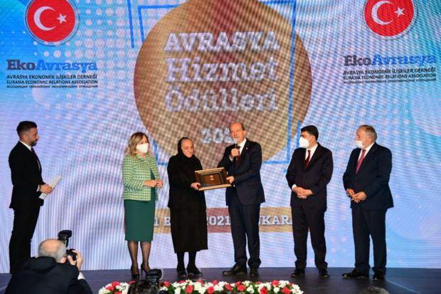 Türkiyədə Polad Həşimovun anasına mükafat təqdim olundu -  FOTO