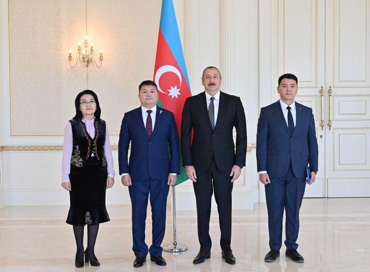 İlham Əliyev Qırğız Respublikasının yeni səfirinin etimadnaməsini qəbul edib
