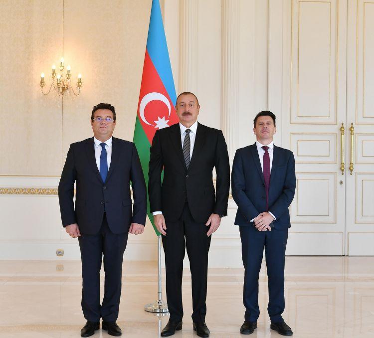 Prezident Rumıniyanın yeni səfirinin etimadnaməsini qəbul edib